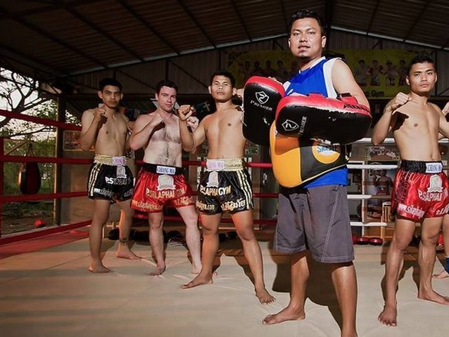 Muay Thai training at Por Silaphaigym