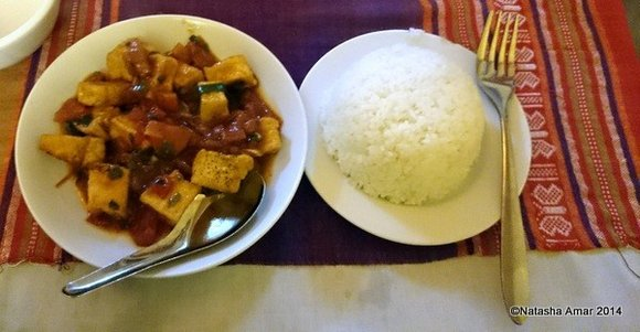 Tofu in tomato gravy with steamed rice