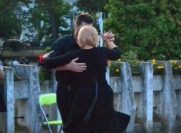 tango healing embrace