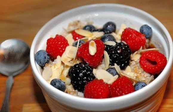 oatmeal with berries detox